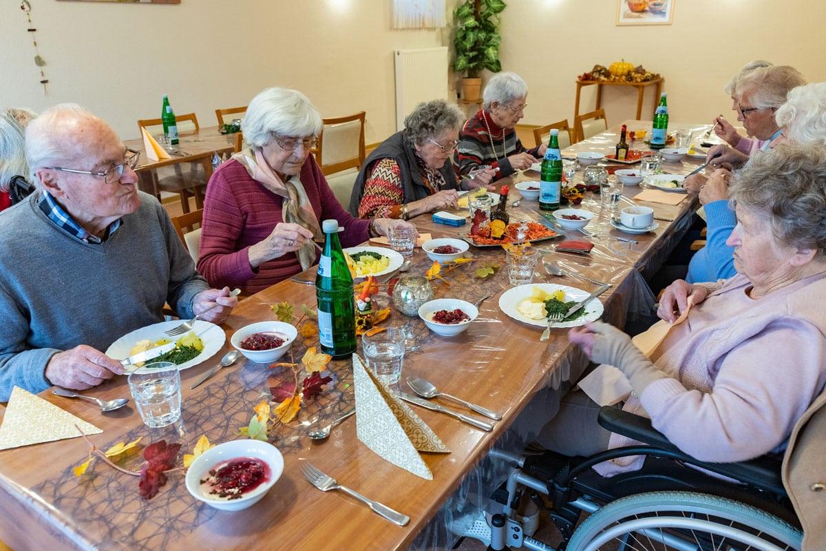 Senioren am Mittagstisch